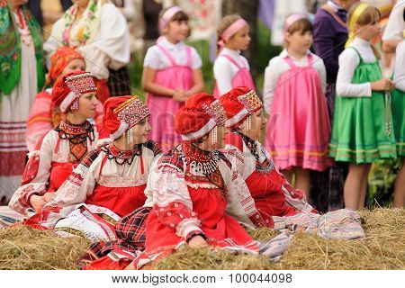 Orel, Russia - June 19, 2015: Orlovskaya Mozaika Music Fest: Young Girls In Pink Dress Sitting And S