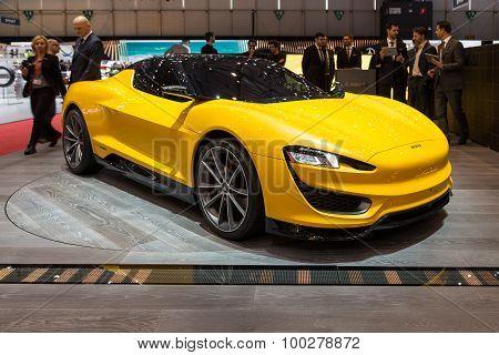 2015 Magna Steyr Mila Plus Hybrid Concept