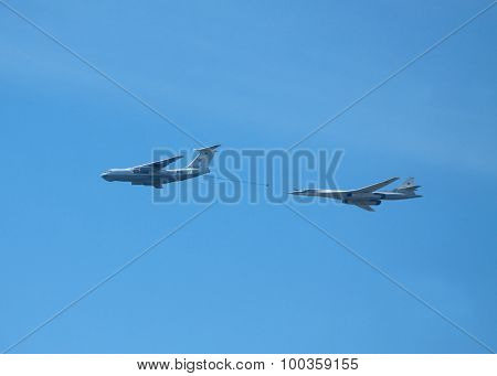 Air refueling military strategic supersonic bomber