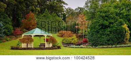Autumn garden alcove