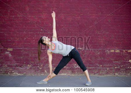 Street Yoga: Utthita Trikonasana Pose