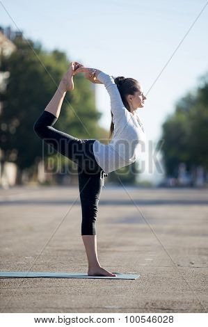 Street Yoga: Lord Of The Dance Pose