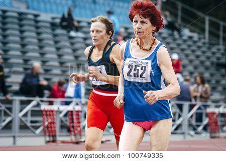 70 years old women run 100 meters