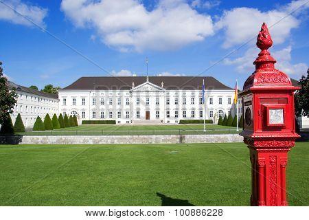 a photo of the bellevue castle in berlin
