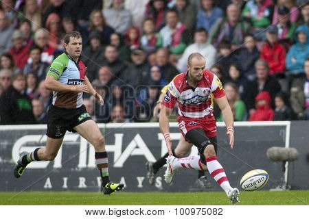 TWICKENHAM, ENGLAND. 17 SEPTEMBER 2011. Gloucester's Charlie Sharples,  in action during the Aviva premiership rugby union match between Harlequins and Gloucester played at The Stoop Twickenham.