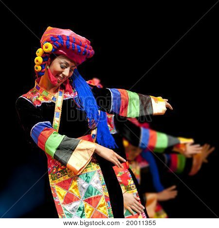 pretty chinese traditional dancing girl