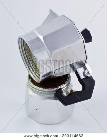 cafetera italiana pieza sobre pieza, piezas separadas