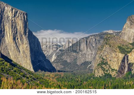 Yosemite National Park Valley from Tunnel View in the daytime