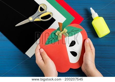 Making greeting card in form of apple for new school year. Welcome back to school. Children's art project. DIY concept. Step-by-step photo instruction. Step 10. Final result