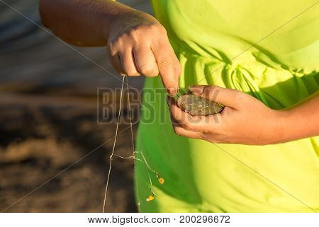 The girl caught the fish on the bait .