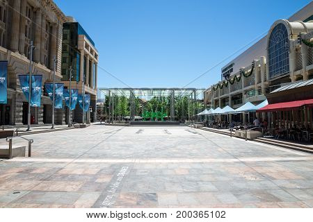 WESTERN AUSTRALIA, PERTH - NOVEMBER 2016: Forrest Place Square cafe and shops in Perth city center