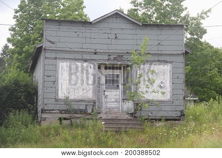 A small wooden run-down wooden building in Upper Peninsula of Michigan