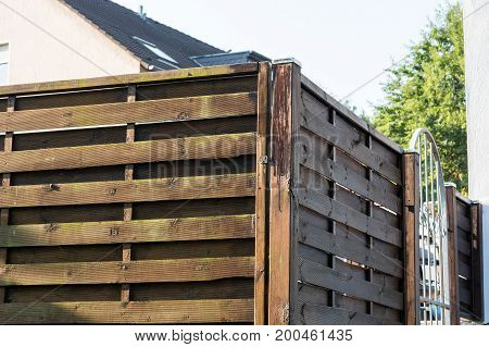 Streaking protective lacquer on a wooden fence