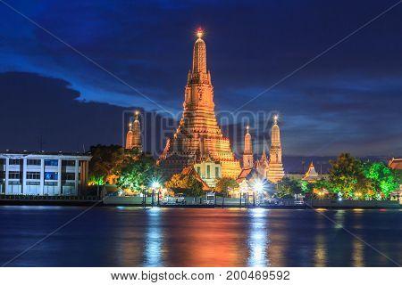 River side view of Wat Arun Ratchawararam Ratchawaramahawihan / Wat Arun Landmark of Thailand in Sunset time