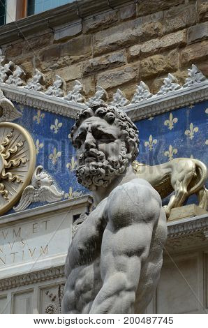 The statue of Hercules and Cacus by Bandinelli (1533)
