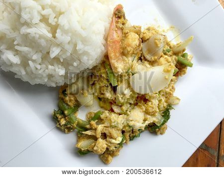 Stir-fried Soft-shelled Crab In Curry And Seafood In Curry Powder With Thai Jasmine Rice In White Di