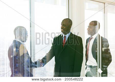 Entrepreneur handshake deal the job together