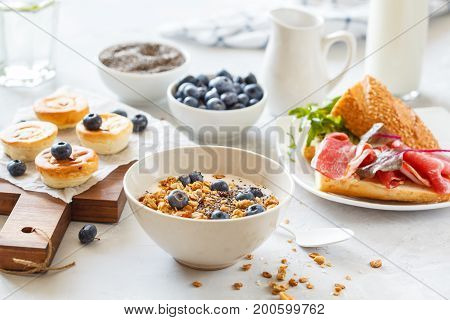 granola with yogurt sandwiches with meat and avocado and mini cheesecakes with blueberries for breakfast.