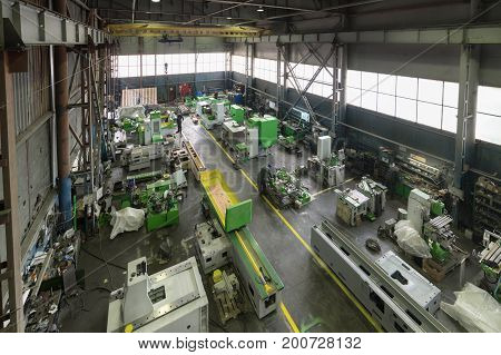 Assembly shop. Manufacture of metalworking machines. Modern machine-building enterprise.