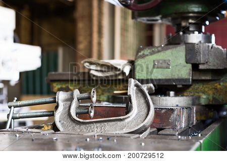 Two horizontal hand vise c-clamp for For steel parts..