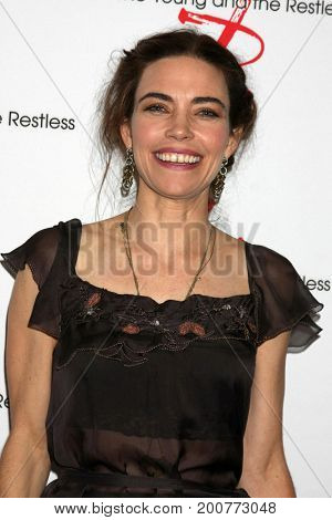 LOS ANGELES - AUG 19:  Amelia Heinle at the Young and Restless Fan Event 2017 at the Marriott Burbank Convention Center on August 19, 2017 in Burbank, CA
