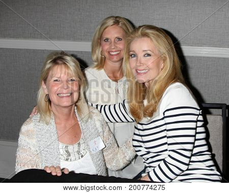 LOS ANGELES - AUG 19:  Melody Thomas Scott, fans at the Young and Restless Fan Event 2017 at the Marriott Burbank Convention Center on August 19, 2017 in Burbank, CA