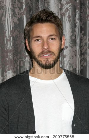 LOS ANGELES - AUG 20:  Scott Clifton at the Bold and the Beautiful Fan Event 2017 at the Marriott Burbank Convention Center on August 20, 2017 in Burbank, CA