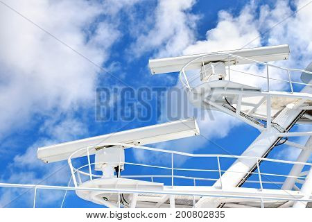 Radar systems on the mast of a large ship