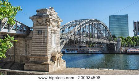 Picture of Charles de Gaulle bridge in Paris.