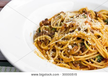 Spaghetti noodles with meat sauce