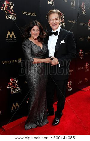 PASADENA - May 5: Lisa Oz, Dr. Mehmet Oz at the 46th Daytime Emmy Awards Gala at the Pasadena Civic Center on May 5, 2019 in Pasadena, California