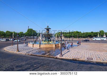 Paris, France-may 06, 2018: Place De La Concorde At Sunny Day. Place De La Concorde Is One Of Major
