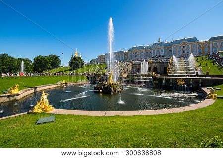Saint- Petersburg, Russia - July 10, 2017: Grand Petergof Palace And Fountains Of The Grand Cascade