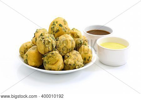 Palak Or Methi Pakora Is An Indian Snack Served With Green Mint Chutney And Red Sauce, Selective Foc