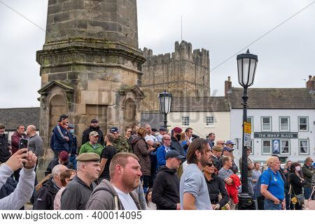 Richmond, North Yorkshire, Uk - June 14, 2020: A Group Of Counter Protesters At A Black Lives Matter