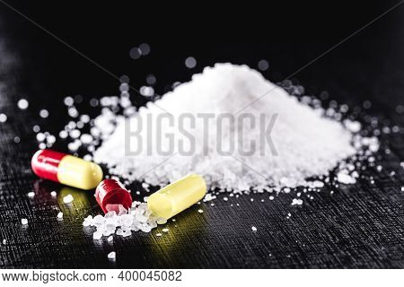 Capsule And Mount Crystals, Potassium Cyanide Or Potassium Cyanide Is A Highly Toxic Chemical Compou