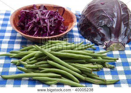 Red cabbage with sting beans