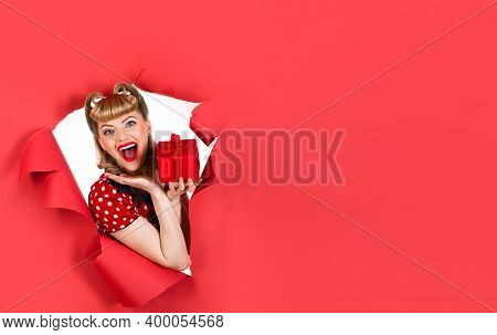 Advertising. Copy Space. Pin Up Girl With Flowers. Smiling Retro Woman Hold Flowers Through Hole In