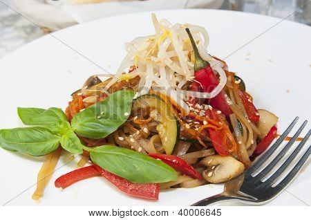 Rice spaghetti with vegetables