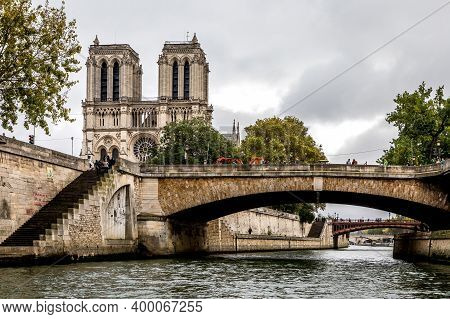 Paris, France - October 29, 2017: View Of The Notre Dame Cathedral And The Pont Cardinal Lustiger (p
