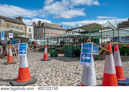 Richmond, North Yorkshire, Uk - August 1, 2020: Signs Directing Customers To Follow The One Way Syst