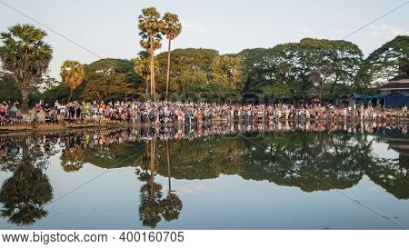 Siem Reap, Cambodia - December 2015: Crowd Of Tourists Watch Sunrise At Angkor Wat. Angkor Wat Is Th