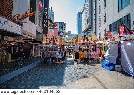 Bangkok/thailand-31 Dec 2019:unacquainted People Walking In Siam Square Market Stall At Bangkok City