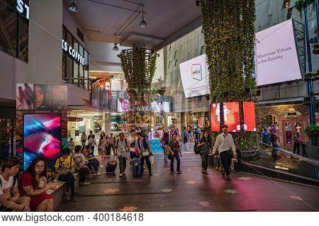 Bangkok/thailand-31 Dec 2019:unacquainted People Walking In Siam Square One  At Bangkok City Thailan