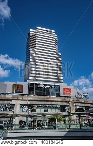 Bangkok/thailand- 31 Dec 2019:siam Discovery Department Store With Blue Sky Reflect, On The Mirror A