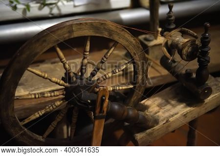 Spinning Wheel Spoke Wheel Spindle On Wooden Antique Spinning Machine