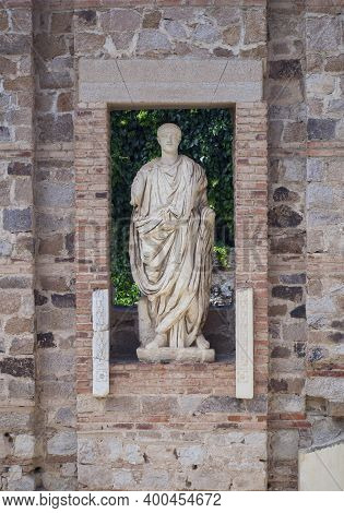 Greek-style Statues With Person Of Repute Of Roman Provincial Forum, Merida, Extremadura, Spain