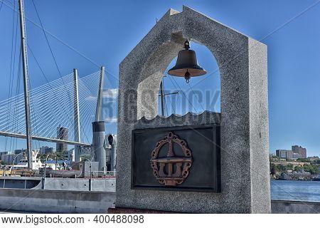 Vladivostok, Russia, 06,08, 2016. A Memorial To The Seamen-divers On The Karabelnaya Embankment In V