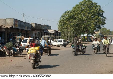 Gujarat, India-february 1, 2010: Cityscape In The Village Of Dhari.