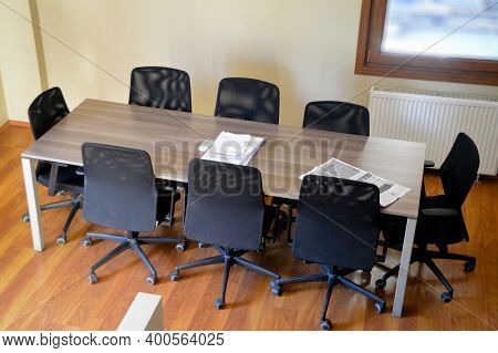 Empty Meeting Table And Chairs In A Modern Conference Room. Business Meetings And Ideas Can Be Excha
